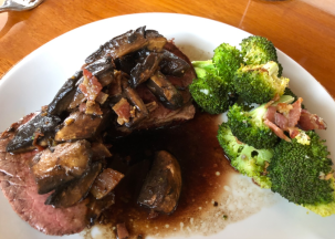 07 Beef with Mushrroms and Brocolli.png